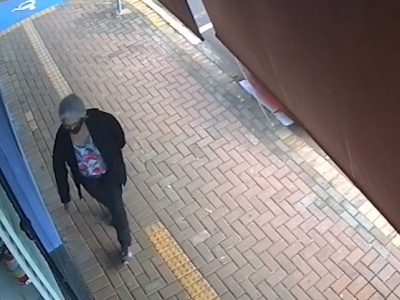 【衝撃映像】歩道を歩いているこの人、3秒後にヤバいことになります