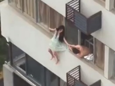 【閲覧注意】死んでも他人にパンツを見られたくない女の子がこちらwwww(動画あり)