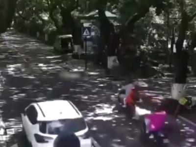 【閲覧注意】中国製の電動バイク、走行中に爆発してしまう・・・(動画あり)