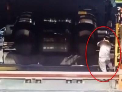 【衝撃】工場労働者、自分でも気付かない内に死んでしまう・・・(動画あり)