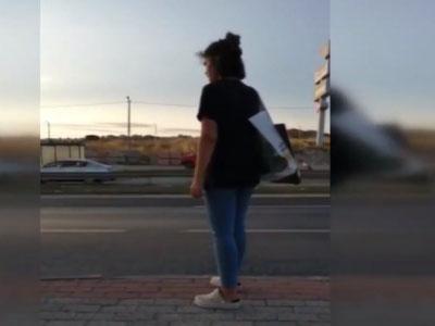 若い娘「歩道橋あるけどめんどいから車道渡ったろ...」→ 結果・・(動画あり)