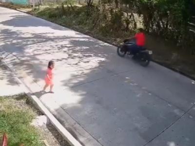 """【閲覧注意】幼女、母親が一瞬目を話した隙に """"こうなる""""・・・(動画あり)"""