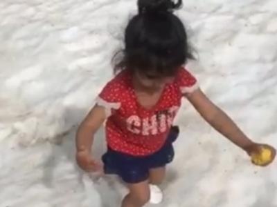 【恐怖】雪の上を歩いている幼女にこれからとんでもない事が起こります・・・(動画あり)