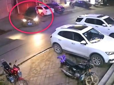 【衝撃映像】サイコパスが運転する車、ありえない動きをする・・・