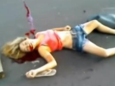 【閲覧注意】超軽装でバイクに乗っていた若い女の子、トラックにぶつかって即死・・(動画あり)
