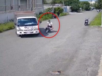 【閲覧注意】トラックと激突した後のライダーの動きが怖すぎると話題・・(動画あり)