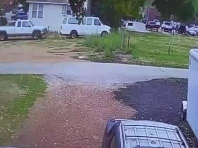 【衝撃映像】閑静な住宅街の住民を恐怖に陥れた恐怖の現象をごらんください