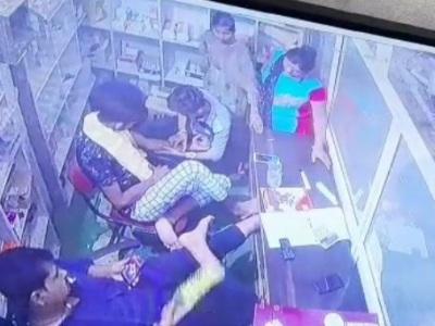 【閲覧注意】病院で注射を受けていた男性、その場で死亡してしまう・・(動画あり)