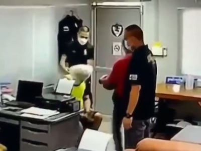 【閲覧注意】タイの警察官、犯罪者から恐喝しようとして殺害してしまう・・・(動画あり)