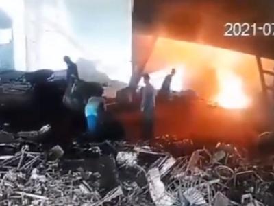 【閲覧注意】危険すぎるとウワサの職場で働いていた作業員、やっぱりこうなる・・・(動画あり)