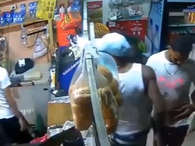 【閲覧注意】サイコパス店員、クレーマーの客を一瞬でぶっ殺してしまう(動画あり)