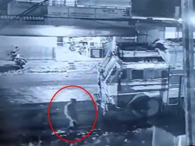 【閲覧注意】ベロベロに泥酔した男が深夜の街を徘徊した結果・・・(動画あり)