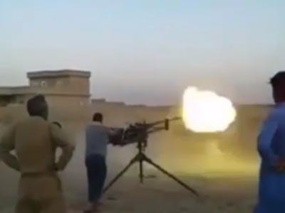 【恐怖】紛争地帯で速射砲を取材していたカメラマン、即死・・・(動画あり)