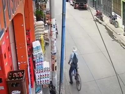 """【閲覧注意】酒飲んで自転車に乗ったらダメだぞ。なぜなら """"こうなる"""" 可能性があるから(動画)"""
