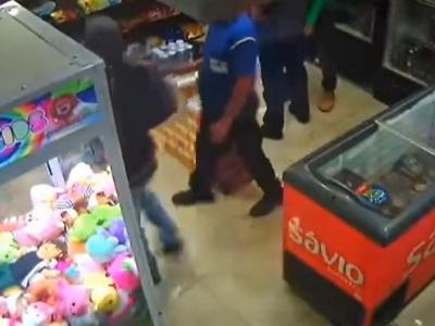 【閲覧注意】強盗、誤って自分を射殺してしまう痛恨のミス・・・(動画あり)