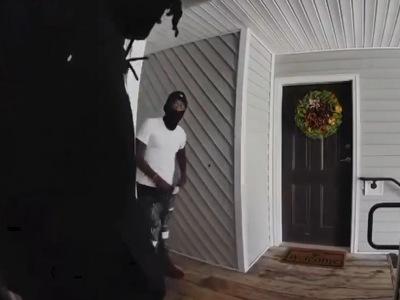 【閲覧注意】住人の帰宅間際を狙う押し入り強盗、返り討ちに遭う(動画あり)