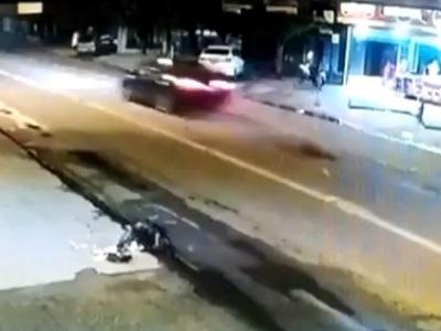 【閲覧注意】深夜の街中を100km以上で暴走していた車に轢かれた若者の姿をごらんください・・(動画あり)