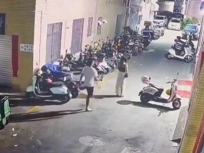 【閲覧注意】夜道で若い女性をレ●プしようとするサイコパスの犯行現場映像が公開される